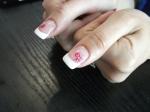 Funda roz pe un french alb